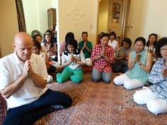 ตั้งจิตใจให้สอาด สว่าง สงบ โดยการกำหนด พุทโธ ๆๆ อยู่ที่จิต ขณะรับพรจากพระสงฆ์ 15 มิ.ย. 2557