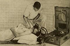 Anglų lietuvių žodynas. Žodis inhalation anesthetic reiškia inhaliacinis anestetikas lietuviškai.