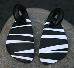 Black&white stripes, earrings (Beadelz polymer crea's) Tags: original blackandwhite handmade stripes polymerclay earrings