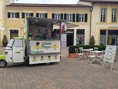 Rullino foto-1289 (retailfood.it) Tags: food fashion retail icecream gelato ape kiosk brand outlet piaggio gelati apecar geto mcarthurglen chiosco ristorazione designeroutlet serravalle luxory serravallescrivia