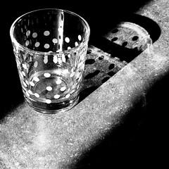 """What's The Point"" (Wimlex67) Tags: shadow glass drinken schaduw lightandshadow glas haveadrink lichtenschaduw dotsonglass stippenopglas neemietstedrinken"