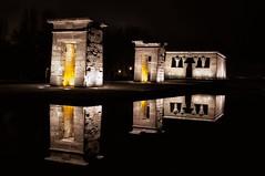 DEBOD (pintura de luz y larga exposicin) Tags: madrid light espaa night temple photography noche spain scene lolo nuit templo arias debod escena inthedark largaexposicion indarkness enlaoscuridad