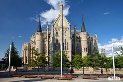 Exterior del Palacio Episcopal de Astorga (machbel) Tags: monumento gaud palacio astorga castillaylen