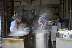 Noodle cooking. (vicki.photo@yahoo.com.sg) Tags: china street travel people food cooking asia action streetphotography steam noodle 中国 sichuan 成都 happenings 四川 街拍 travelphotography 面条 面 leicaphotography 莱卡相机 leicax2 一根面