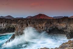 """""""Agua y fuego"""" (Pepelahuerta) Tags: paisajes lava lanzarote atardeceres islas volcanes costas timanfaya acantilados loshervideros montañasdefuego canon6d singhrayfilters pepelahuerta singhraynd3revgrad canon2740efisf4"""