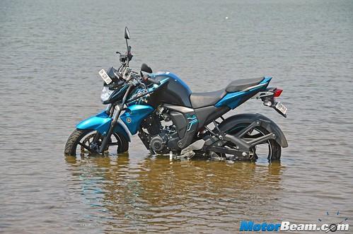 2015-Yamaha-FZ-V2-Long-Term-11