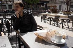 Caf maanero (agu!) Tags: plaza france tasse coffee caf square place gente thinker rouen lugares mug pensativo taza francia pensif caff ruan run