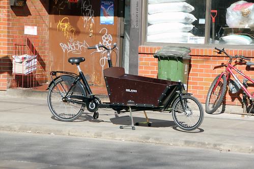 Een bakfiets: rare bicycle in Toronto