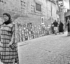 One moment in Marrakech (TresMariasinPie) Tags: pictures street city people urban bw woman composition canon photo focus scenery flickr foto view image photos pics picture ciudad pic images powershot fotos stadt marrakech moment fotografia capture imagen marokko streetview cuidad strasenszene canonpowershotg12 tresmariasinpie