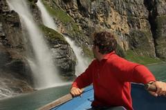 Ich unterwegs mit dem Ruderboot auf dem Oeschinensee ( Bergsee - See - Lac - Lake ) oberhalb von Kandersteg im Berner Oberland im Kanton Bern in der Schweiz (chrchr_75) Tags: chriguhurnibluemailch christoph hurni schweiz suisse switzerland svizzera suissa swiss kantonbern chrchr chrchr75 chrigu chriguhurni 1407 juli 2014 hurni140731 albumjustme oeschinensee see lac lake lago kandersteg berner oberland berneroberland hurnichristoph christophhurni ich me bergsee alpensee albumoeschinensee albumwasserflleimkantonbern albumwasserfllewaterfallsderschweiz wasserfall   vandfald waterfall cascade  cascada waterval wodospad vattenfall vodopd slap juli2014