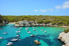 Macarelleta - Menorca (cpcmollet) Tags: trip travel blue sea summer naturaleza holiday green beach nature water azul landscape islands boat mar spain paradise barco turquoise scenic playa natura paisaje hatch paraiso menorca cala platja estiu paisatge iate balearic illesbalears turquesa yate