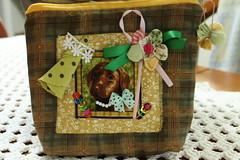 Necessaire cachorrinho (ceciliamezzomo) Tags: dog bag handmade cachorro fuxico ribbon scraps patchwork scrap yoyo fita bolsinha retalho necessaire retalhos