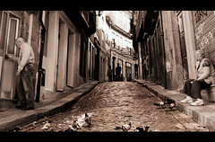rutina (mesana62) Tags: street urban portugal nikon rutina palomas oporto calles cylon acera cinemascope tirantes d3200