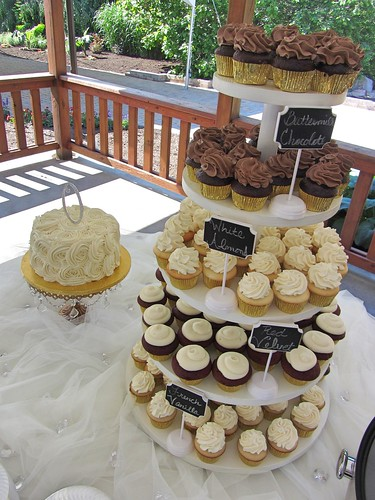 rosette-cake-and-cupcakes