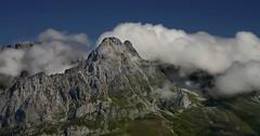 En brazos del viento........... (T.I.T.A.) Tags: sky clouds nubes picosdeeuropa posadadevalden castillaylenlenmontaasdelencielo carmensollafotografa carmensollaimgenes