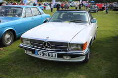 Kent's Classic Car Show (475) (kenjonbro) Tags: show uk england white classic mercedes kent rally convertible september 500 1985 oldcars meet 2014 aylesford aylesfordpriory worldcars kenjonbro 4973cc canoneos5dmkiii canonzoomlensef2880mm13556 kentclassiccarshow2014 c796ngj kentsclassiccarshow2014 me207bx