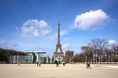 L1001801_p (thebiblioholic) Tags: paris eiffeltower champdemars