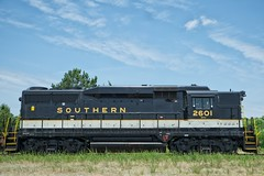 Little Geep (Cody Wms) Tags: northcarolina trains southern americana spencer freight locomotives gp30 streamliners