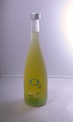 243 (Fiorella C.) Tags: light white blanco luz yellow photoshop bottle background liquid fondo amarilla botella facultad liquido neutro fiorellacabrera fundamentosdelailuminacionnatural