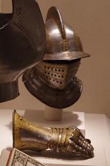 Closed Burgonet and gauntlet (THoog) Tags: nyc newyorkcity newyork armor armour themet metropolitanmuseumofart armatura armadura armure rstung thoog bashforddean