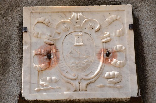Nonza heraldry at entrance of townsgate (Corsica, France 2014)