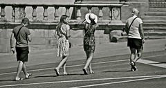 "... turisti al passo ("" paolo ammannati "") Tags: raw toscana 1001nights biancoenero turisti arezzo blackwithe paoloammannati 1001nightsmagiccity"