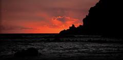 [ Imitazioni tematiche - Thematic imitations ] DSC_0700.2.jinkoll (jinkoll) Tags: light sunset sea sky orange clouds boat rocks waves vaticano rays capo calabria gloaming crepuscolo