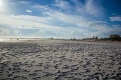 Praia Grande (Mandycst) Tags: ocean people beach landscape pessoas rj paisagem arraialdocabo