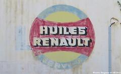 Huiles Renault (Wouter Bregman) Tags: old france bernard wall french la pub reclame garage ad historic peinture renault frankrijk 72 publicité vieux vieille murale sarthe française huiles lafertébernard ferté