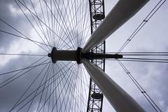 DSC04585 (Leonard-B) Tags: london eye architecture gris grande couleurs londres roue symetrie