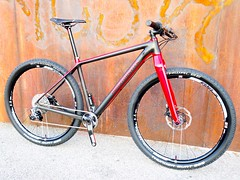 Konstructive_IOLITE_XX1_MTB_Ruby_Red_front_right