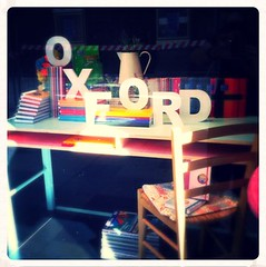 """2014 septiembre - escaparate Oxford • <a style=""""font-size:0.8em;"""" href=""""http://www.flickr.com/photos/38686983@N06/15019046528/"""" target=""""_blank"""">View on Flickr</a>"""