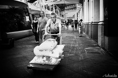 Eiswagen (Andreas Hess) Tags: world street city portrait bw white black silver square deutschland photography flickr fotografie outdoor creative commons snap location andreas explore crop squareformat pro gr schwarzweiss ricoh singapur hess tog 18mm blackwite schwarzweis efex strassenfotografie flickriver bildgestaltung farbfotografie streettog schwarzweissfotograife
