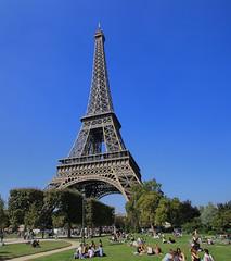 Algn lugar en Paris .. (Iabcstm) Tags: paris septiembre latoureiffel torreeiffel francia 2014 iabcselperdido iabcstm iabcs elperdido