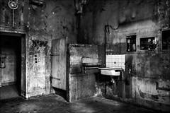 Glauque... (vedebe) Tags: noiretblanc netb nb bw monochrome prison provence ville city rue street urbain urbex abandonné architecture decay