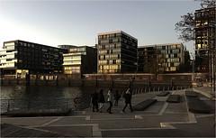 1013-ATARDECER EN LA PARTE NUEVA DEL PUERTO DE HAMBURGO (--MARCO POLO--) Tags: atardeceres ciudades rincones mares ocasos arquitectura edificios