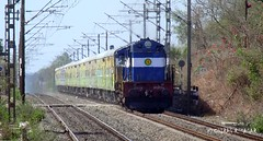 Offlink Duronto on Rampage with Erode 3D (CHIRAG SAGAR) Tags: ed power 3a link express through bound ernakulam erode the ers rips hazrat 11108 12284 duronto wdm3d offlink wdmg umroli nizamuddinernakulam uoiregular