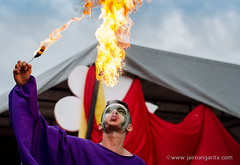 Escupiendo fuego - Spitting fire (Jairo Angarita Navarro) Tags: culture desfile fuego cultura ocaa fraternidad spittingfire escupiendo
