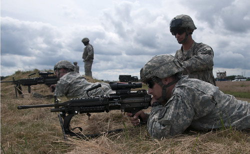 U.S., Polish paratroopers conduct weapons qualification 01