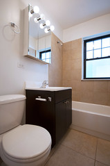 941.Chicago.1B.BA (BJBEvanston) Tags: vertical bathroom tb unfurnished 11b 941 1bed 941chicago