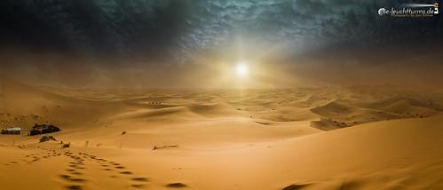 The desert storm rolls