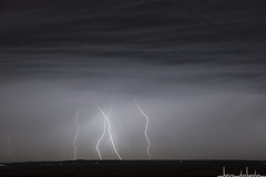 L'approche (TocTocTonnerre) Tags: storm bolt thunderstorm lightning stormchase cglightning
