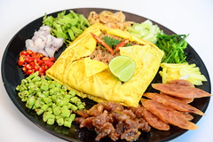 ข้าวคลุกกะปิ ห่อไข่ จากร้านบ้านต้นไข่ ย่านถนนสามัคคี นนทบุรี