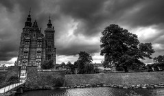 A Stormy day at Rosenborg Slot, Copenhagen. (In Explore). (PeskyMesky) Tags: blackandwhite storm castle canon copenhagen blackwhite slot rosenborg slott rosenborgcastle rosenborgslot canoneos500d