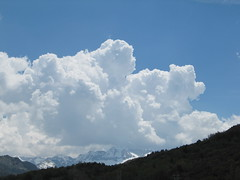 Lanuza, Huesca (Pirinesta) Tags: cloud clouds nubes nube climatology cummulus physicalgeography climatologa geografafisica cmulocmulos