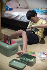 Play rainbow loom (Alfred Life) Tags: leica home 50mm shanghai f10 noctilux   m9 v4 noctilux50mmf10  m9p  leicam9p
