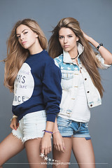 Twins (Ivan.(The-big-green-person)) Tags: sun beach girl beauty fashion youth studio advertising twins model eyes emotion wind happiness lips shorts brunette tenderness studiophotography refinement advertisingphotography ayounggirl modeltests anamericangirlonrollerskates