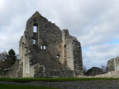 Elphinstone Tower, Kildrummy Castle, Aberdeenshire, Explored (allanmaciver) Tags: charity tower castle point scotland arch view low ruin visit lord historic walls member welcome thick elphinstone kildrummy explored allanmaciver