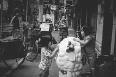 (UNeii ) Tags: street shanghai
