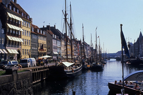 "394DK Nyhavn • <a style=""font-size:0.8em;"" href=""http://www.flickr.com/photos/69570948@N04/15320383611/"" target=""_blank"">View on Flickr</a>"